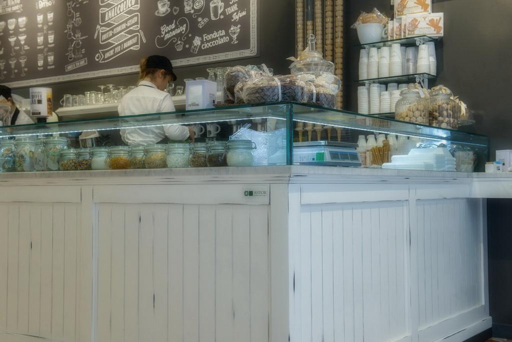 Arredamenti bar ristoranti negozi banchi bar ovada astor for Arredamenti bar ristoranti