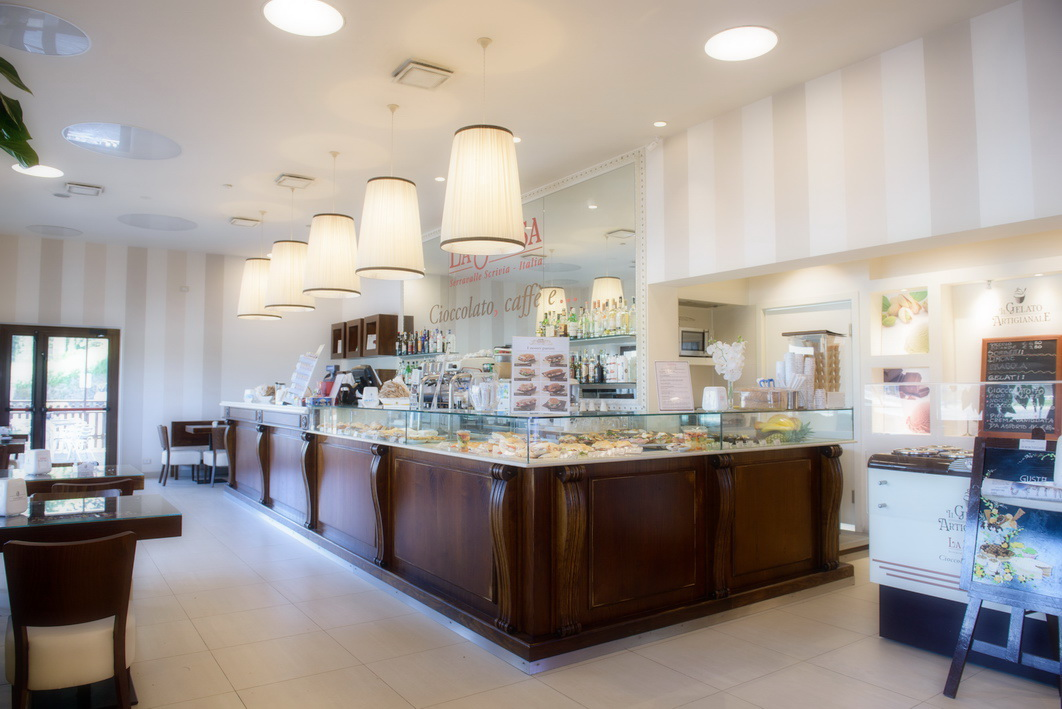 Arredamenti bar ristoranti negozi banconi bar ovada astor for Arredamenti bar ristoranti
