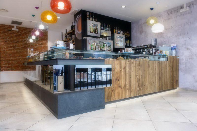 Arredamenti bar ristoranti negozi banchi bar ovada astor for Banchi bar e arredamenti completi