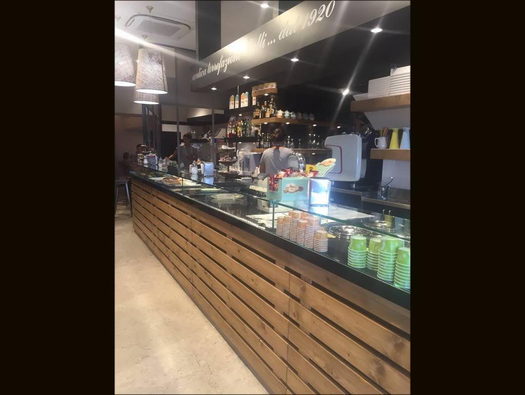 Arredamento caffetteria torrefazione palli genova astor for Arredamento caffetteria