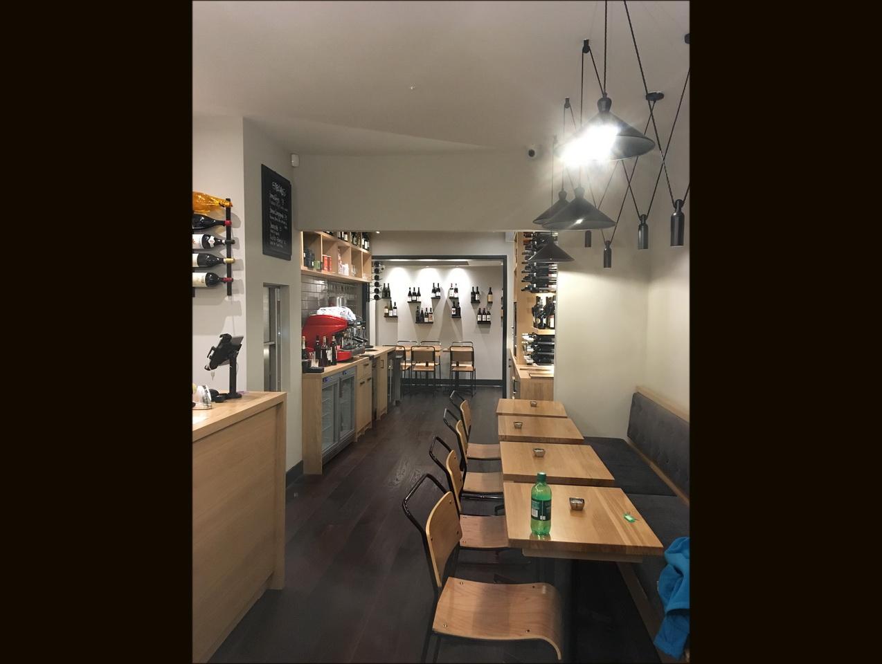 Progettazioni arredamenti bar ristoranti negozi astor for Arredamenti bar ristoranti