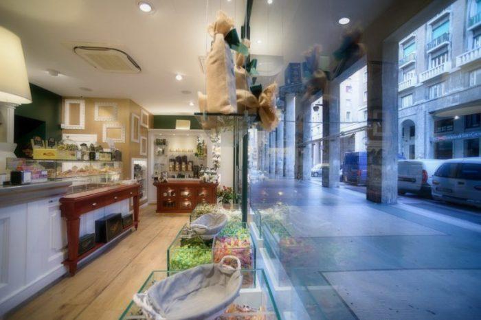 Arredamenti bar ristoranti negozi piemonte astor arredamenti for Arredamenti bar ristoranti